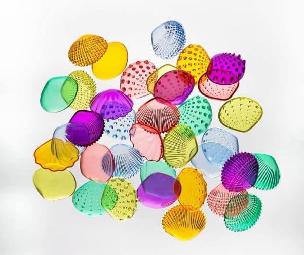 Gekleurde transparante schelpen